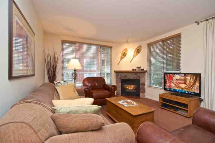 Bright spacious living room - Bear Lodge 2 bedroom / 2 bath unit 311 - Whistler - rentals