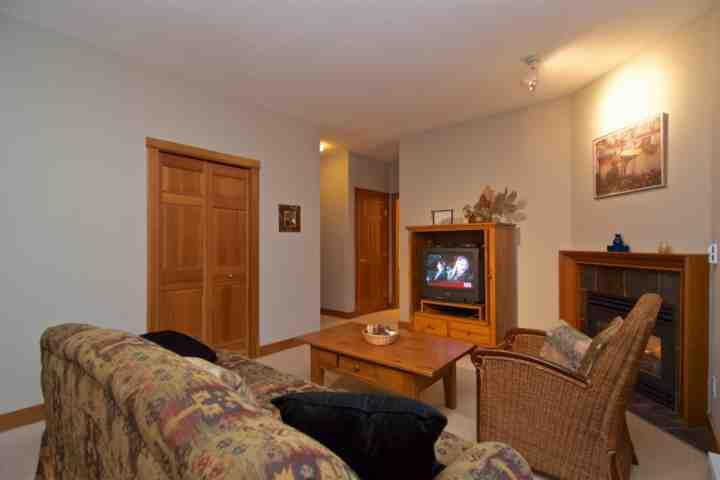 Comfortable spacious living room - Granite Court 1 Bedroom Townhouse unit 402 - Whistler - rentals