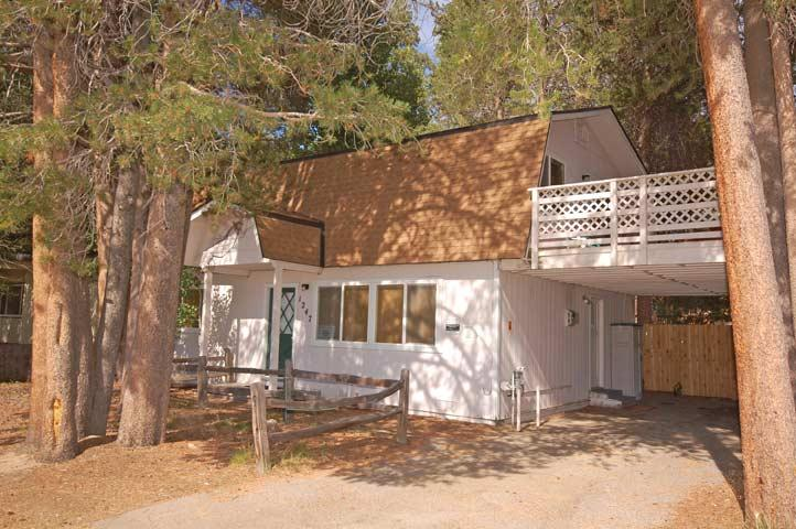 Exterior - 1247 Lester Street - South Lake Tahoe - rentals