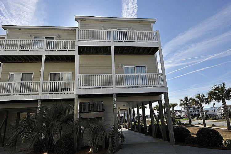 exterior - Sea Star 202 -Fantastic Fall Savings! Luxury Pet friendly Oceanview Townhome w/ Pool! - Surf City - rentals