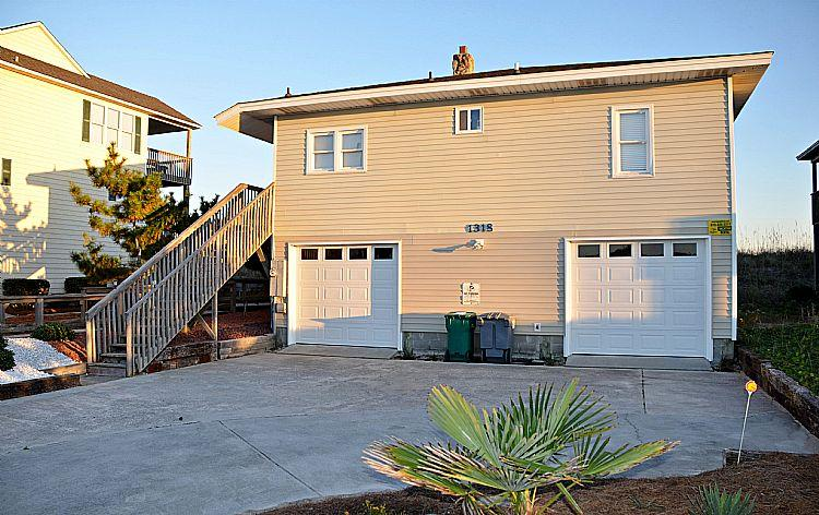 Street Side Exterior - Virginia's Beach - Fabulous Oceanfront View, Convenient Location, Quaint Seaside Aesthetic - Surf City - rentals