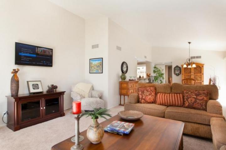 Great for entertaining or just relaxing.... - Chillin' in Paradise! Pool & Spa steps away.  Beautiful 2 BR / 2 Bath Condo, Ironwood CC - Palm Desert - rentals