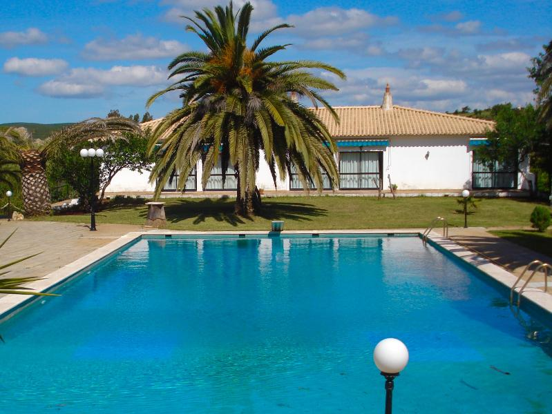 Shared pool with the 5 apartments on the background. - Algarve Retreat - Villa - Lagos - rentals