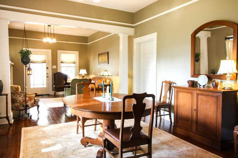 View from the dining room to living room - EREHWON RETREAT Bungalow 2 bedroom - Tampa - rentals
