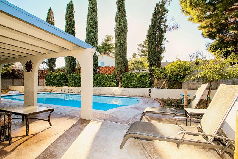 Our lovely back yard pool & patio Hot tub to the right of lounge chairs - Great Home, Excellent Location, Warm & Comfortable - Las Vegas - rentals