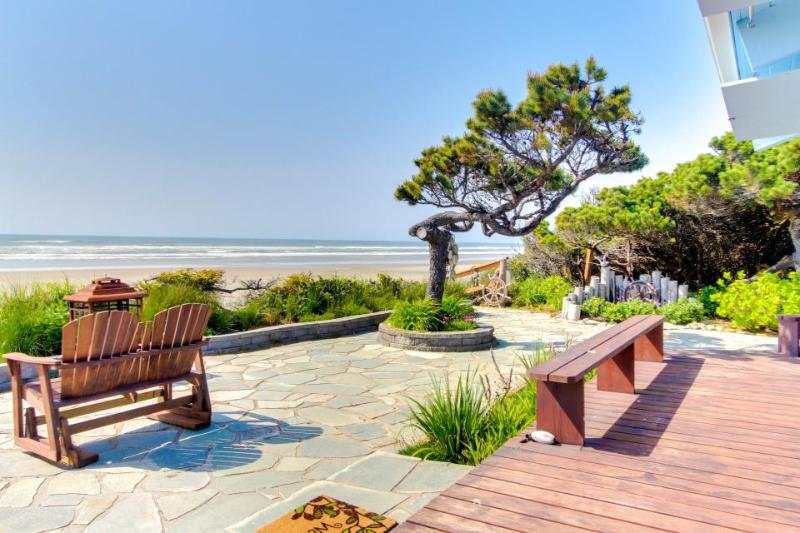 Oceanfront, dog-friendly cottage w/private hot tub & ocean views! - Image 1 - Waldport - rentals