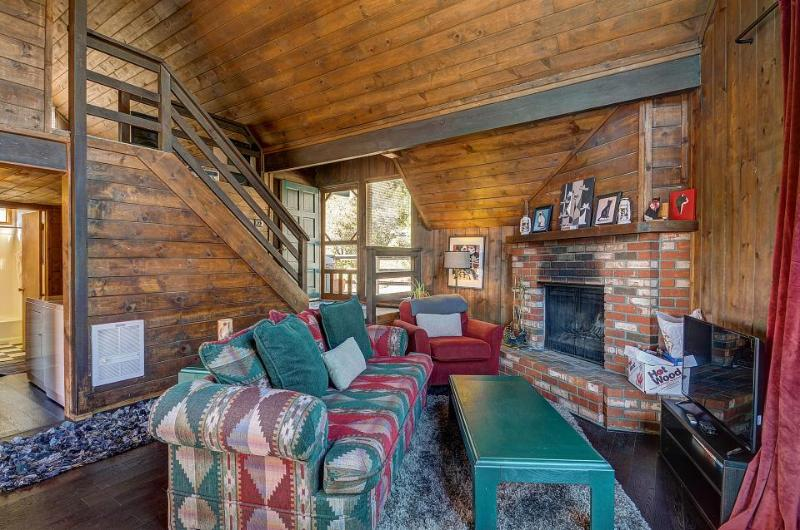 Dog-friendly A-frame on a half-acre, enjoy direct access to hiking trails! - Image 1 - Idyllwild - rentals