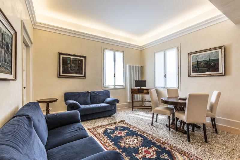 """classic style living room of the Alighieri """"C"""" apartment - Alighieri """"C"""" - Venice - rentals"""