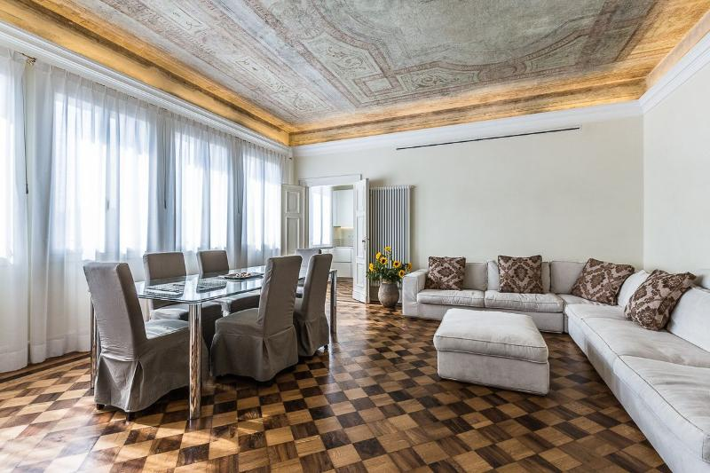 "the luxurious living and dining room of the Alighieri ""B"" - Alighieri ""B"" - Venice - rentals"
