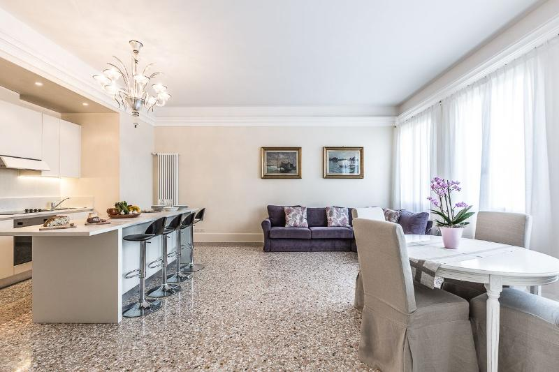 "elegant bright and spacious living room - Alighieri ""D"" - Venice - rentals"