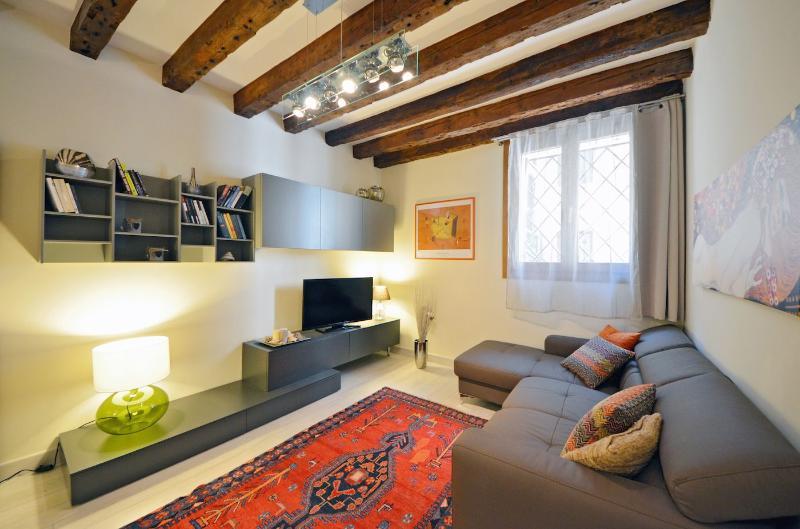 nicely decorated living room of the Cà Pesaro Suite - Cà Pesaro Suite - Venice - rentals