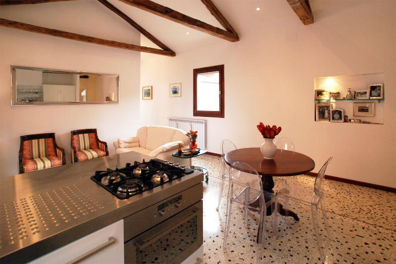 bright and spacious open space living room of the Cornaro apartment - Cornaro - Venice - rentals