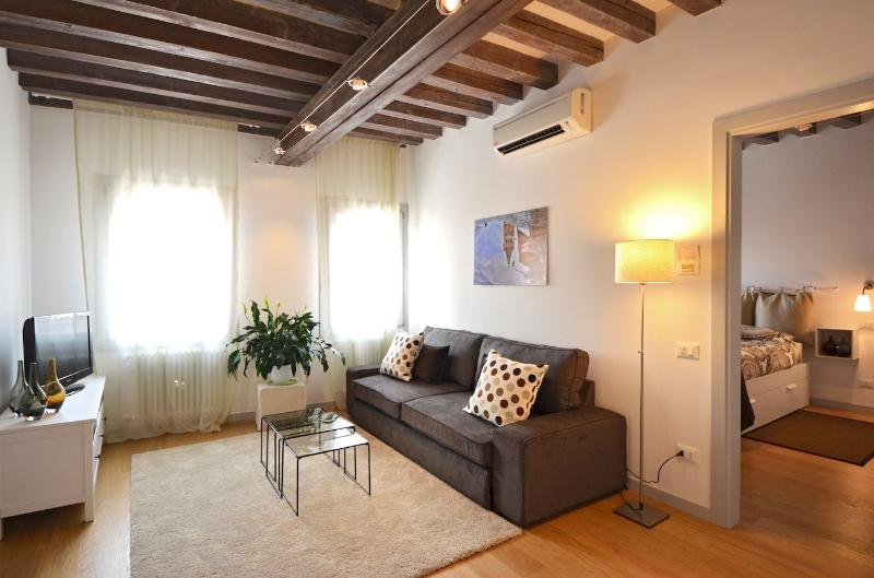 Falier apartment living room with double sofa bed - Falier - Venice - rentals