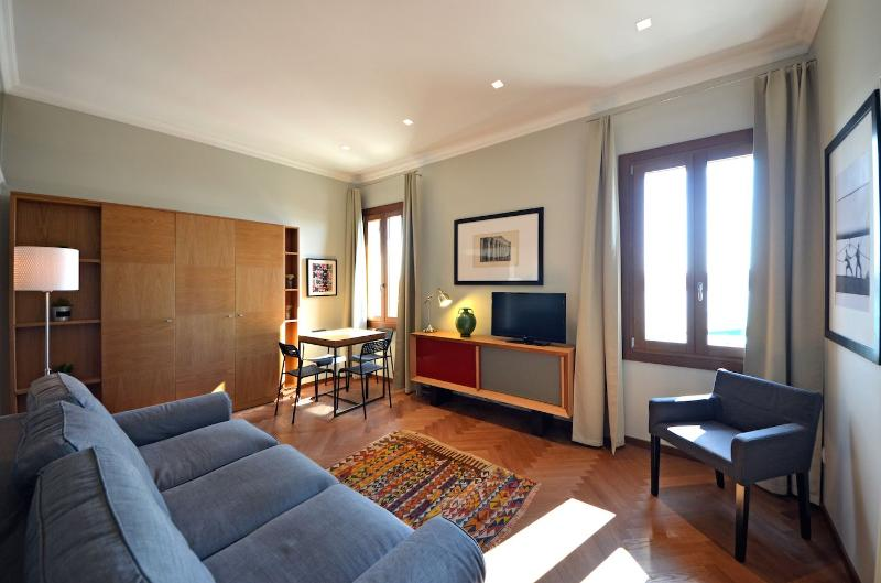 comfortable living room with plenty of couches and large sofa - Fellini - Venice - rentals