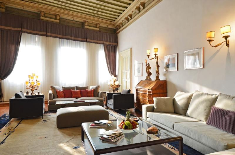 spacious, elegant and comfortable living room with Grand Canal view - Grassi - Venice - rentals