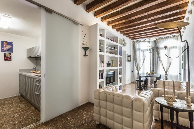 the Leonina is a charming designer apartment in historic palace - Leonina - Venice - rentals
