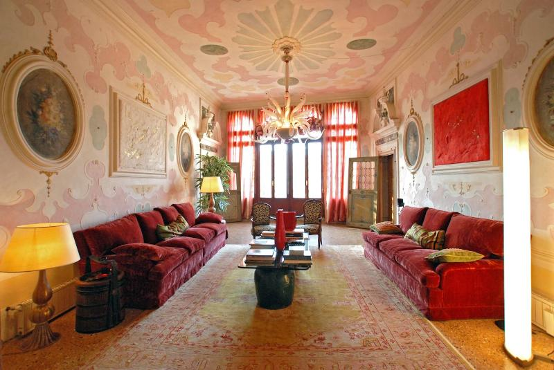a breathtaking living room with balcony on the canal - Morosini - Venice - rentals