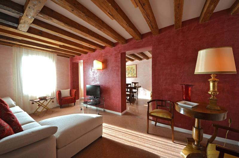 sunny living room facing Fondamenta delle Zattere and the Giudecca Canal - Palladio - Venice - rentals
