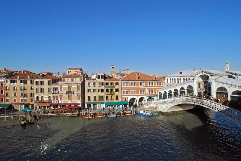 view from living room on Rialto Bridge - Rivo Alto - Venice - rentals