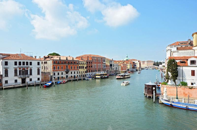 the amazing view on the Grand Canal of the Rossini apartment - Rossini - Venice - rentals