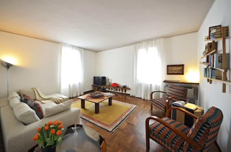 the bright and welcoming living room of the Sansovino apartment - Sansovino - Venice - rentals