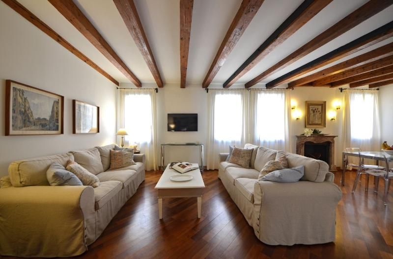 elegant living room of the Venier apartment, San Tomà, Venice - Venier - Venice - rentals