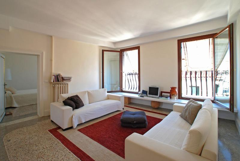 the spacious living room of the Wagner apartment in Venice - Wagner - Venice - rentals