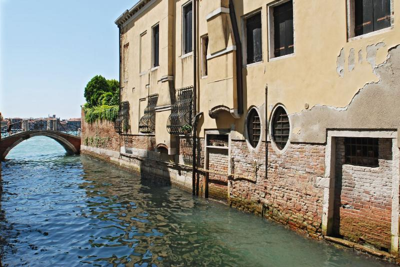the Zattere apartment canal view can be enjoyed from living room and bedrooms - Zattere - Venice - rentals