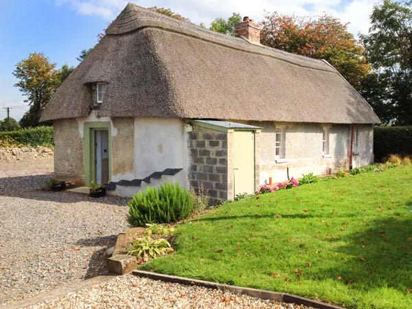 NEW THATCH FARM, thatched cottage, woodburner, off road parking, garden, in Kilmallock, Ref 28611 - Image 1 - Kilmallock - rentals