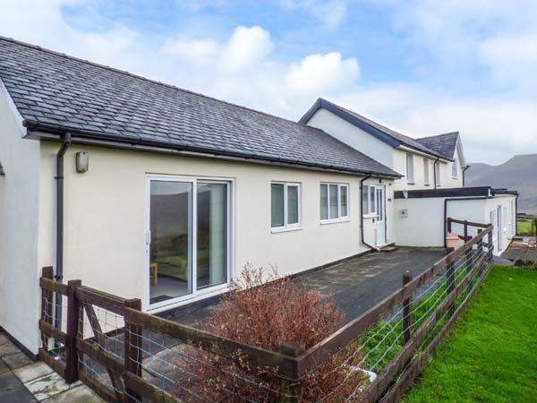 PWYLL COTTAGE, single-storey, WiFi, enclosed patio, pet-friendly, near Penygroes, Caernarfon, Ref 926332 - Image 1 - Caernarfon - rentals