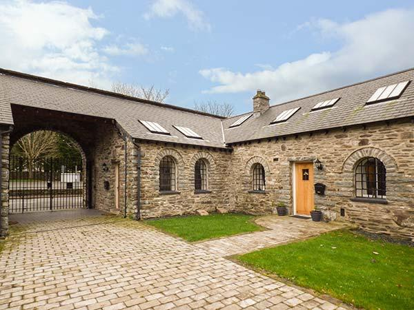 3 BYTHYNNOD YR ARAN, pet friendly, character holiday cottage in Bala, Ref 929345 - Image 1 - Bala - rentals