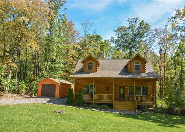 Exterior - Elegant & Stylish 3 Bedroom Log Cabin with bubbling outdoor hot tub! - McHenry - rentals