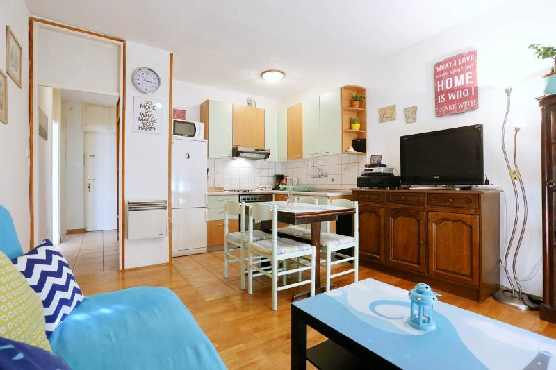 2 BEDRooM CeNTRaL With PaRKiNG ! - Image 1 - Zadar - rentals