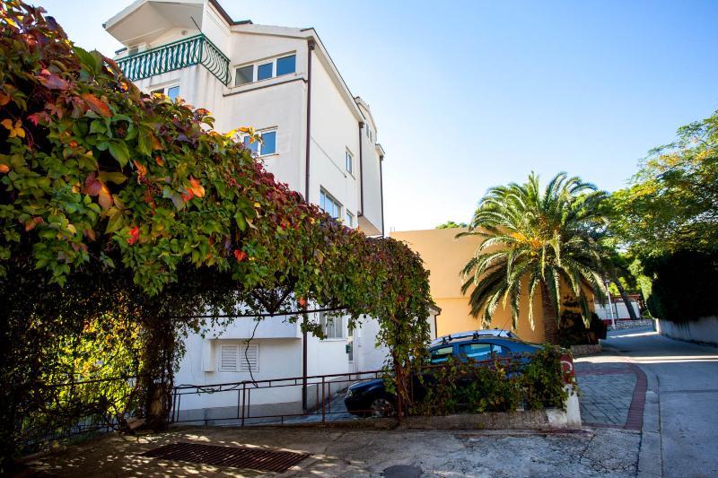 Apartment Studio No.7 Bungalow in court 100m sea - Image 1 - Makarska - rentals