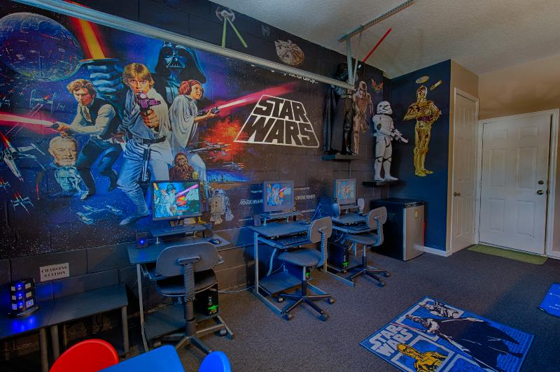 Star wars themed games room and cyber cafe - 6 bedroom villa sunny pool, spa WOW PRINCESS CARS rms 3 mls Disney - Kissimmee - rentals