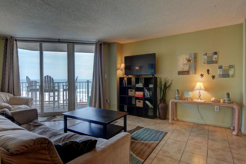 Living Room - St. Regis 2510 Oceanfront! | Indoor Pool, Outdoor Pool, Hot Tub, Tennis Courts, Playground - North Topsail Beach - rentals