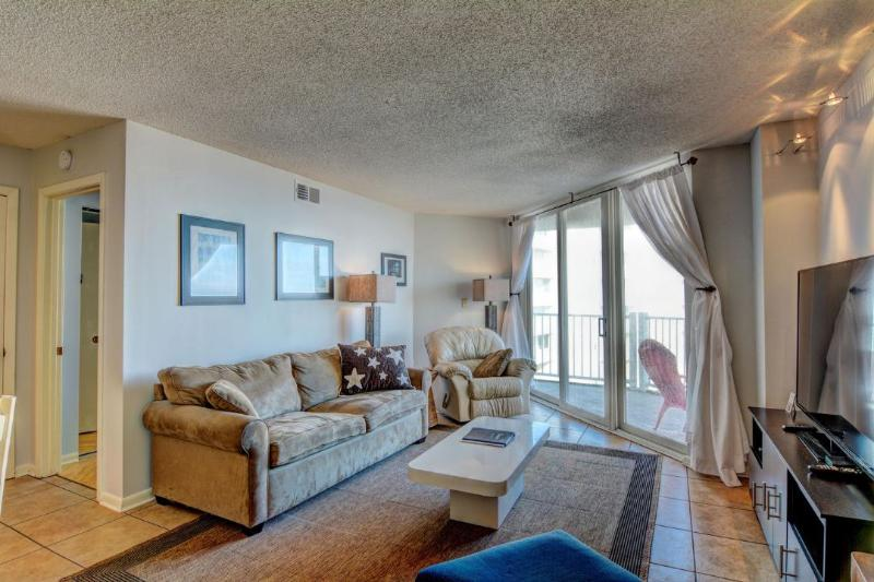 Living Area - St. Regis 2413 Oceanfront! | Indoor Pool, Outdoor Pool, Hot Tub, Tennis Courts, Playground - North Topsail Beach - rentals