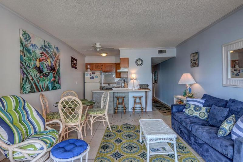 Living Room - Topsail Dunes 1208 Oceanfront! | Community Pool, Tennis Courts, Grill Area - North Topsail Beach - rentals