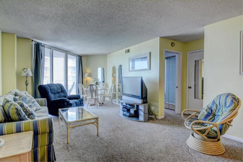 Living Room - St. Regis 2303 Oceanfront! | Indoor Pool, Outdoor Pool, Hot Tub, Tennis Courts, Playground Discounts Available- See Description!! - North Topsail Beach - rentals