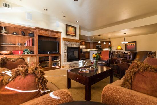Living Room - Bear Lodge 6103 - 6103 Bear Lodge, Trappeurs - Steamboat Springs - rentals