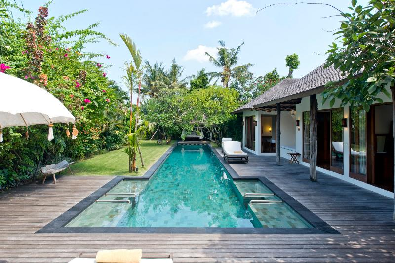 Ku Besar, Luxury 4 Bedroom Villa+Gym, XL Pool, Seminyak - Image 1 - Seminyak - rentals