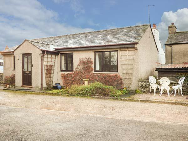 THE BUNGALOW, two bedrooms, pet-friendly, WiFi, close to many attractions, in Levens, Ref 929017 - Image 1 - Levens - rentals