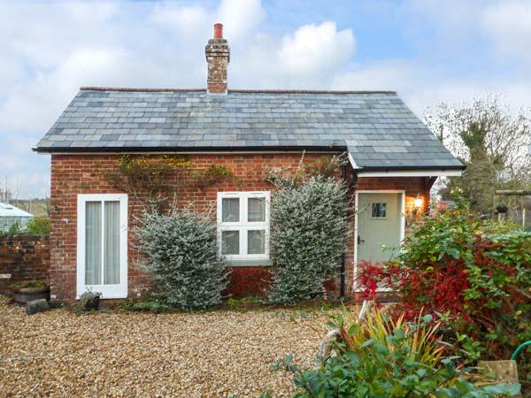 PARKFIELD COTTAGE, cosy barn, en-suite, WiFi, woodburner, private patio, in Sturminster Marshall, Ref 931943 - Image 1 - Sturminster Marshall - rentals