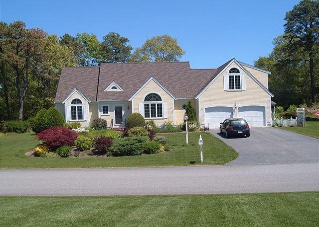 Knockout Home with Central A/C and dazzling views of Shallow Lake! - Image 1 - Centerville - rentals