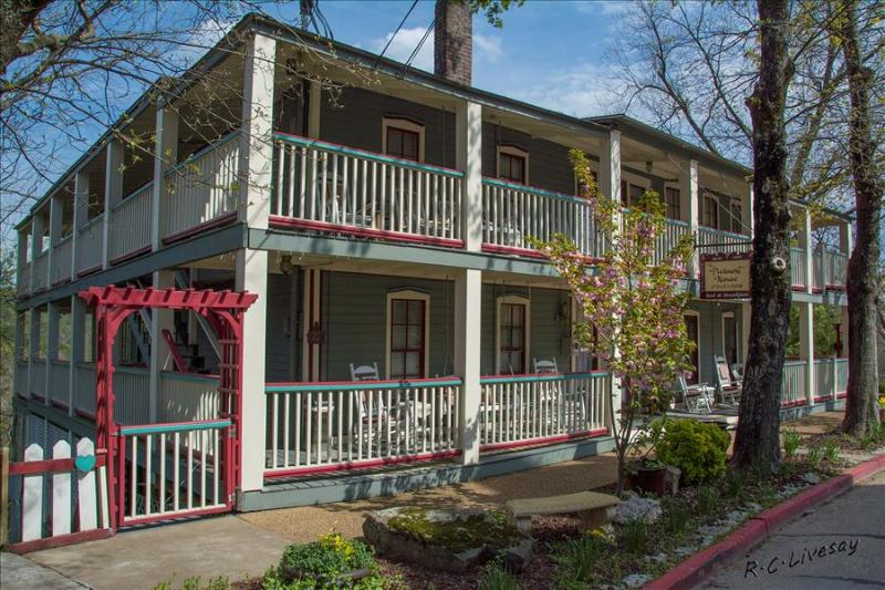 Piedmont House - 10 Bedroom - Sleeps 21 - Full Kitchen - Downtown Eureka Springs - Reunions, Small M - Image 1 - Eureka Springs - rentals