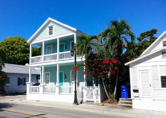 Luxury 2 Bedroom with Full Kitchen - Sleeps 5 - Walk to the Beach & Nightlife - Image 1 - Key West - rentals