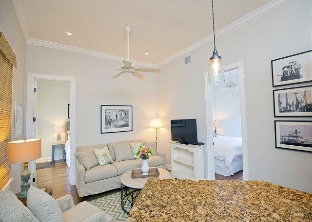 Luxury 2 Bedroom with Full Kitchen - Sleeps 4 - Walk to the Beach & Nightlife - Image 1 - Key West - rentals