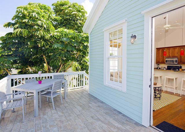 Luxury 1 bedroom 1 bath with full kitchen - sleeps 3 - Steps from Duval St - Image 1 - Key West - rentals