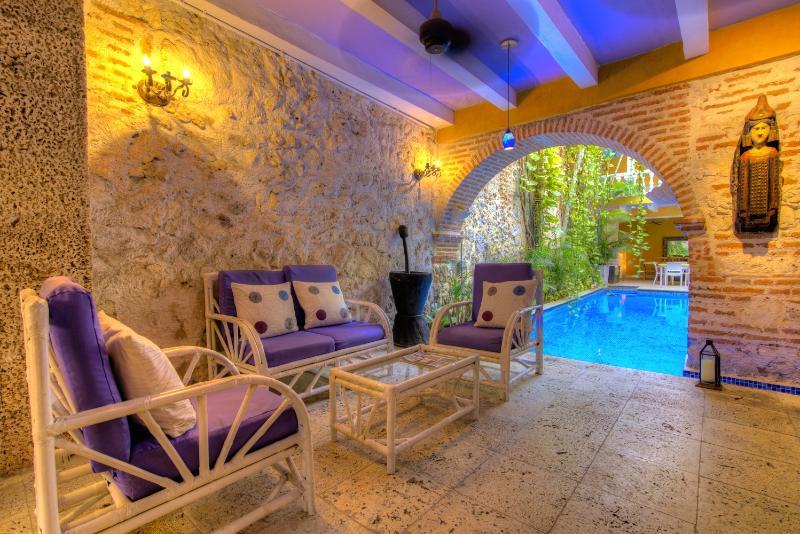 Amazing 15 Bedroom House in Old Town - Image 1 - Cartagena - rentals