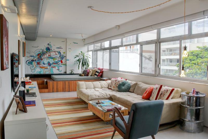 Unique 1 Bedroom Apartment Located in Ipanema - Image 1 - Rio de Janeiro - rentals